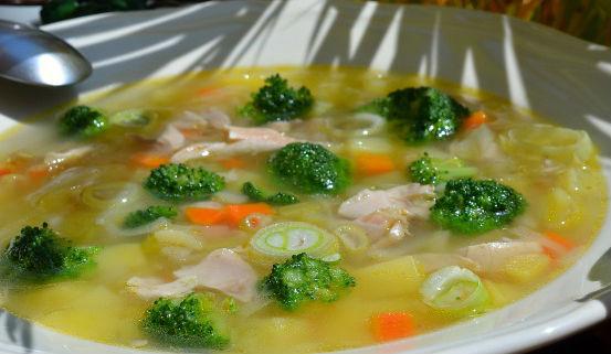 Диетический суп с брокколи и куриной грудкой