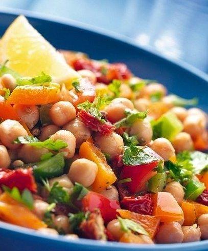 Салат с турецким горохом и красным болгарским перцем