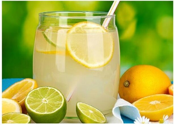 Полезная и вкусная вода из фруктов и трав